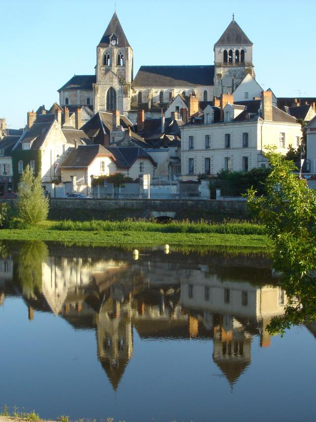 La ville de Saint-Aignan vue du Cher