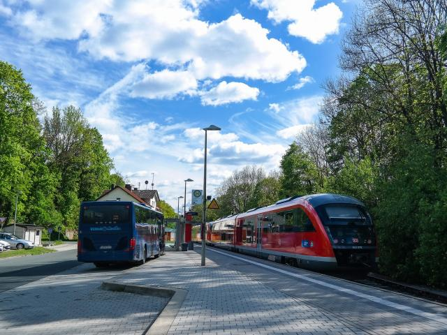 transports-train-bus-acces-route-deplacement.jpg