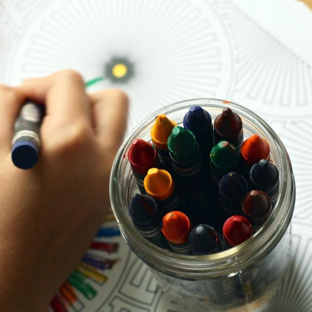 crayons-1445053-1920.jpg